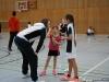 Rosa und Sarah Firl (VFL Sindelfingen) werden in der Satzpause gecoacht